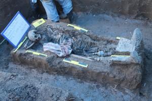 osamenta completa. Con características físicas y objetos encontrados se cree que es Jose Antonio López Lara